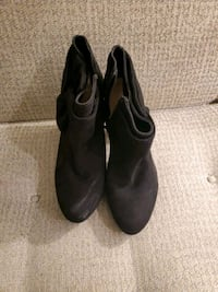 Boot heels size 8.5  Newtown Square, 19073