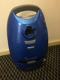 blue and black canister vacuum cleaner Kensington, 20895