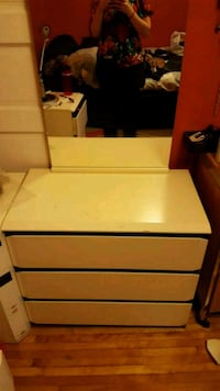 white and brown wooden 3-drawer chest Montréal, H2S 2S3