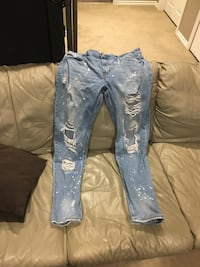 Men's size 36 ripped jeans Winnipeg, R2V 4Y6