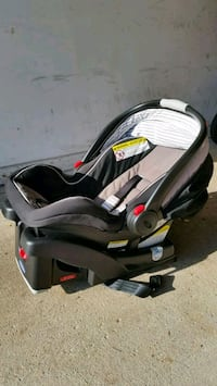 black and gray car seat carrier Arlington Heights, 60004
