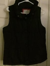 Old Navy size medium black puffy vest Surrey, V3S 2M4