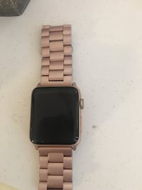 Apple Watch series 3 42 mm rose gold. Free charger and stand