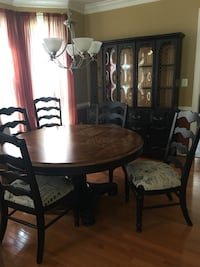 Round brown wooden table with six chairs dining set Manassas, 20112