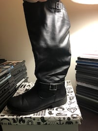 Pair of black leather boots Alexandria, 22314