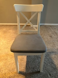 White chair with removable cushion  Dallas, 75214