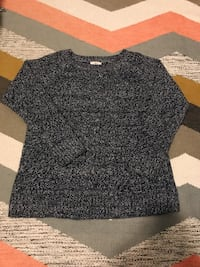 black and gray crew-neck shirt Oakland, 94606