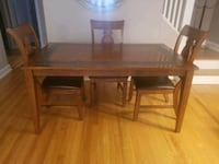 5 pieces Real wood  DR Set Like new Englewood, 07631