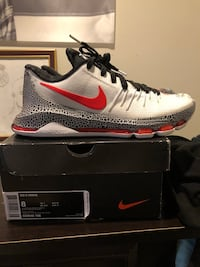 Kd 8 xmas great condition size 8 Brentwood