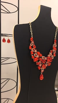 Necklace and earrings (set ) NEW !! Mississauga, L4X 2C8