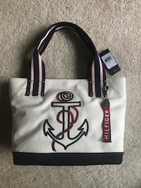 NEW/UNUSED TOMMY HILFIGER PURSE Fairfax, 22030