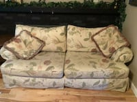 Floral fabric couch Toledo, 43613