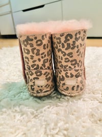 UGGS for toddler sz 2/3 - pink leopard print Paramus, 07652