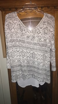 white and gray floral scoop-neck shirt Lansing, 28643