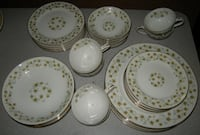 Fine China, Holiday Pattern, Service for 4, 32 pieces 659 mi