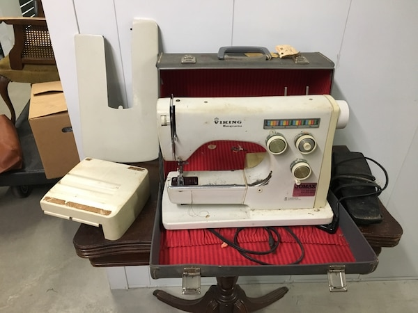 Sewing machine 3cc1b8dd-8be8-415c-8292-71e55caf72e8