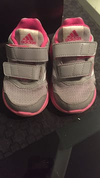 Pair of pink-and-gray nike sneakers Торонто, M9W 0C6