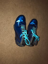 pair of blue-and-black Nike basketball shoes 645 mi