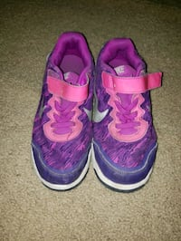Nike girls shoes Size 2 Lubbock, 79423