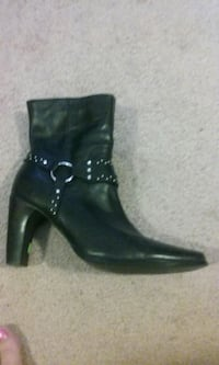 pair of black leather boots Charlotte, 28212