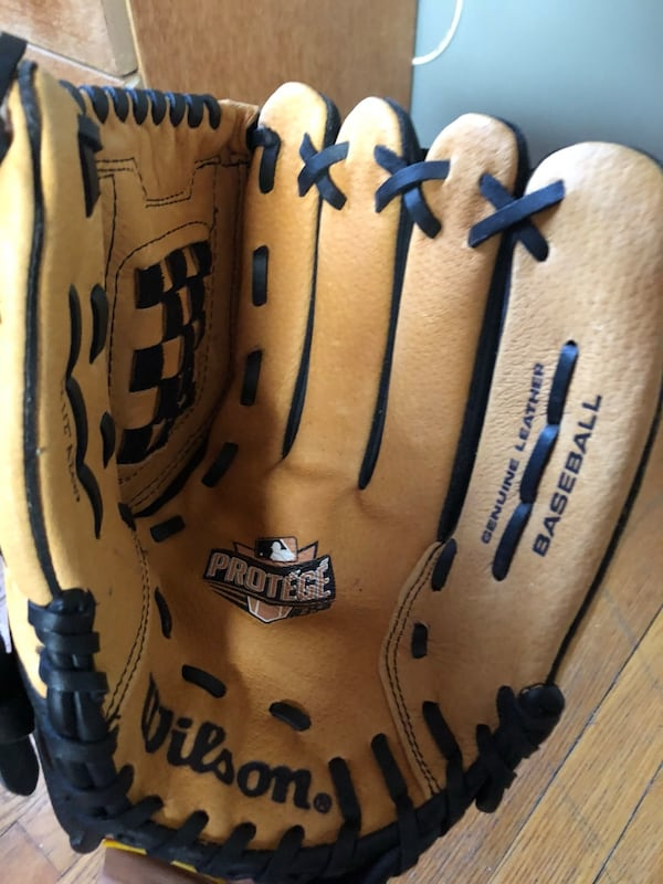 New Wilson protégé baseball glove 1