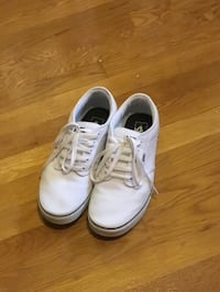 Pair of white sneakers Indianapolis, 46227