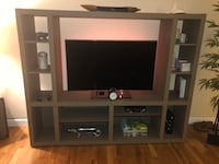 Flat screen tv and white wooden tv stand San Jose, 95130