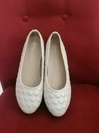 pair of white leather flats Kitchener, N2P 1A1
