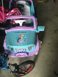 purple and teal Disney Frozen princess printed ride-on car toy Markham, L3S 4S7