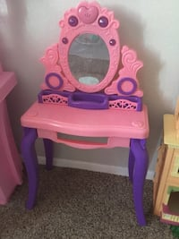 pink and purple plastic vanity table Holiday, 34691