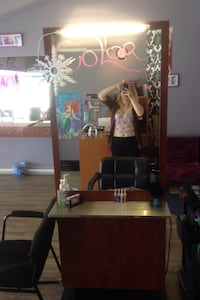 Brown wooden doubled sided hairdressing unit! Longueuil, J4V