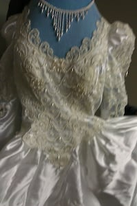 Vintage Wedding dress (drycleaned and boxed) null