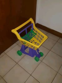 Child Toy shopping cart great condition  Toronto, M6N 1S1