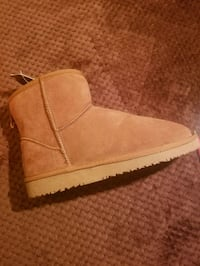 unpaired brown suede wedge boot Surrey, V3T 3Y4