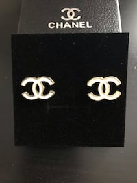 Chanel earrings  Sainte-Catherine, J5C 1M2