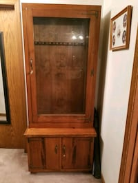 8 rifle or shotgun cabinet  Woodstock, 60098