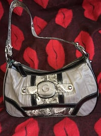 white and pink Coach leather hobo bag Winnipeg, R2X 1M4