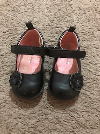 pair of toddler's black leather flats size 5 Hackensack, 07601