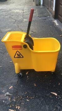 Rubbermaid Commercial Tandem Bucket and Wringer Combo 31 Quart mop bucket New York, 10461