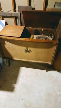 Antique record player  873 km