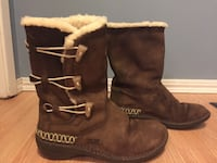 pair of brown leather fur-lined snow boots Kelowna, V1X 1S3