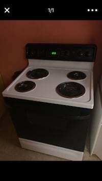 White and black electric coil range oven works great excellent condition High Point, 27260