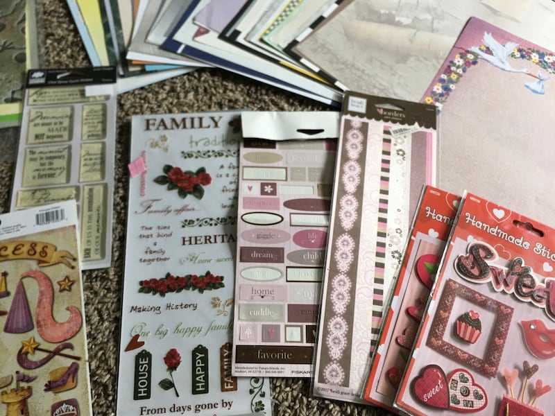 Scrap Book / Booking Hobbie Bundle / Lot  22b6046f-106e-46c5-89a6-334b8323a6b9