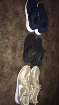 Gold ,blue and black roshes Indianapolis, 46219
