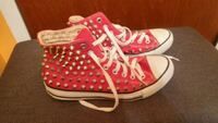 Red converse Windsor, N8T 2X2