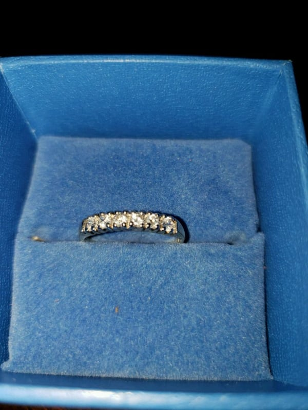 NEW WEDDING RING SET 029b272c-9e11-40dc-8dd3-8ca368d9135f