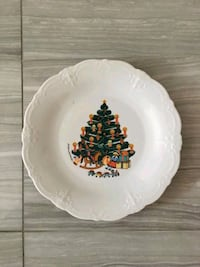 CHRISTMAS PLATE W / STAND -Vintage.