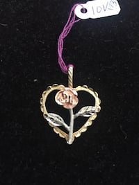 10k real gold heart pendant with rose Toronto, M2R 3N1