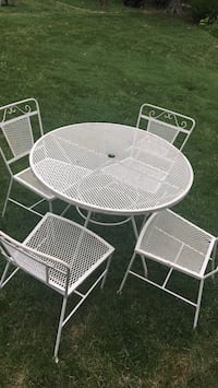 Wrought iron table and 4 chairs Dayton, 45458