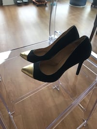 Gold and black heels  Chicago, 60610